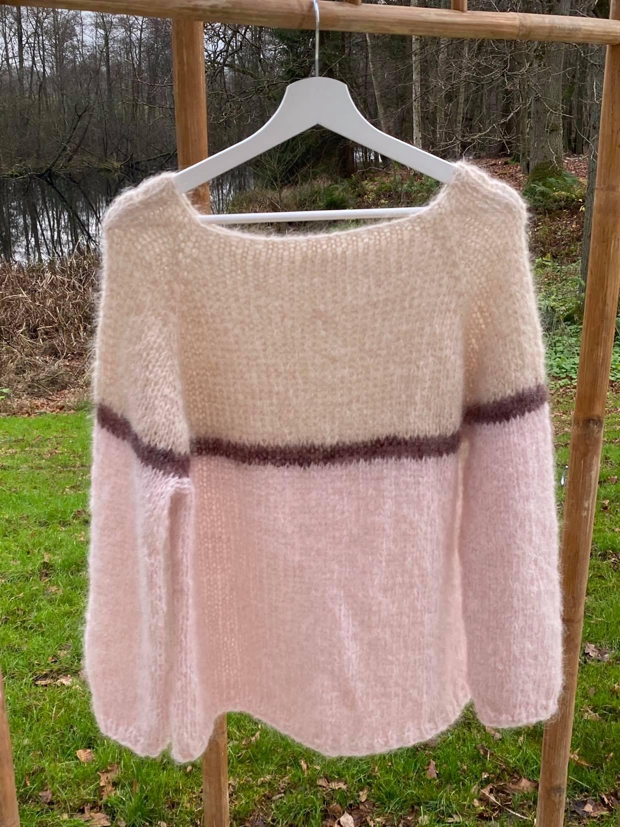 Sweater i beige og rosa