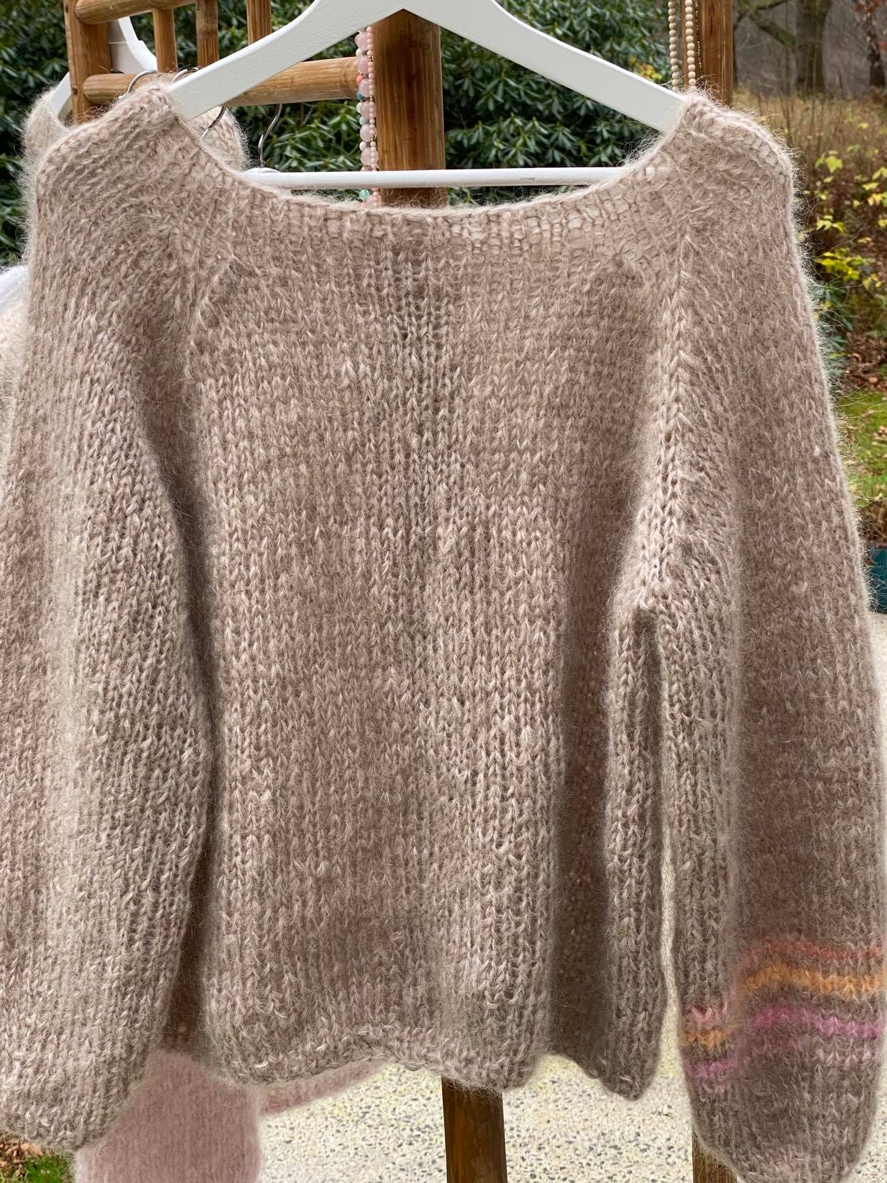 Sweater i camel