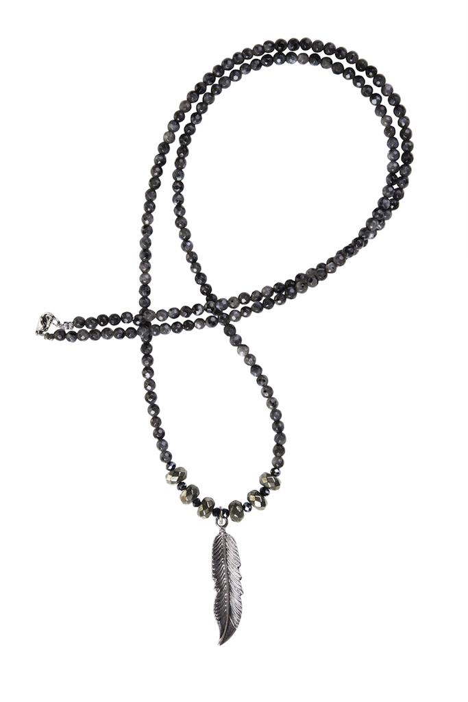 Hipzen lang kæde i larvikit 4mm. perler.