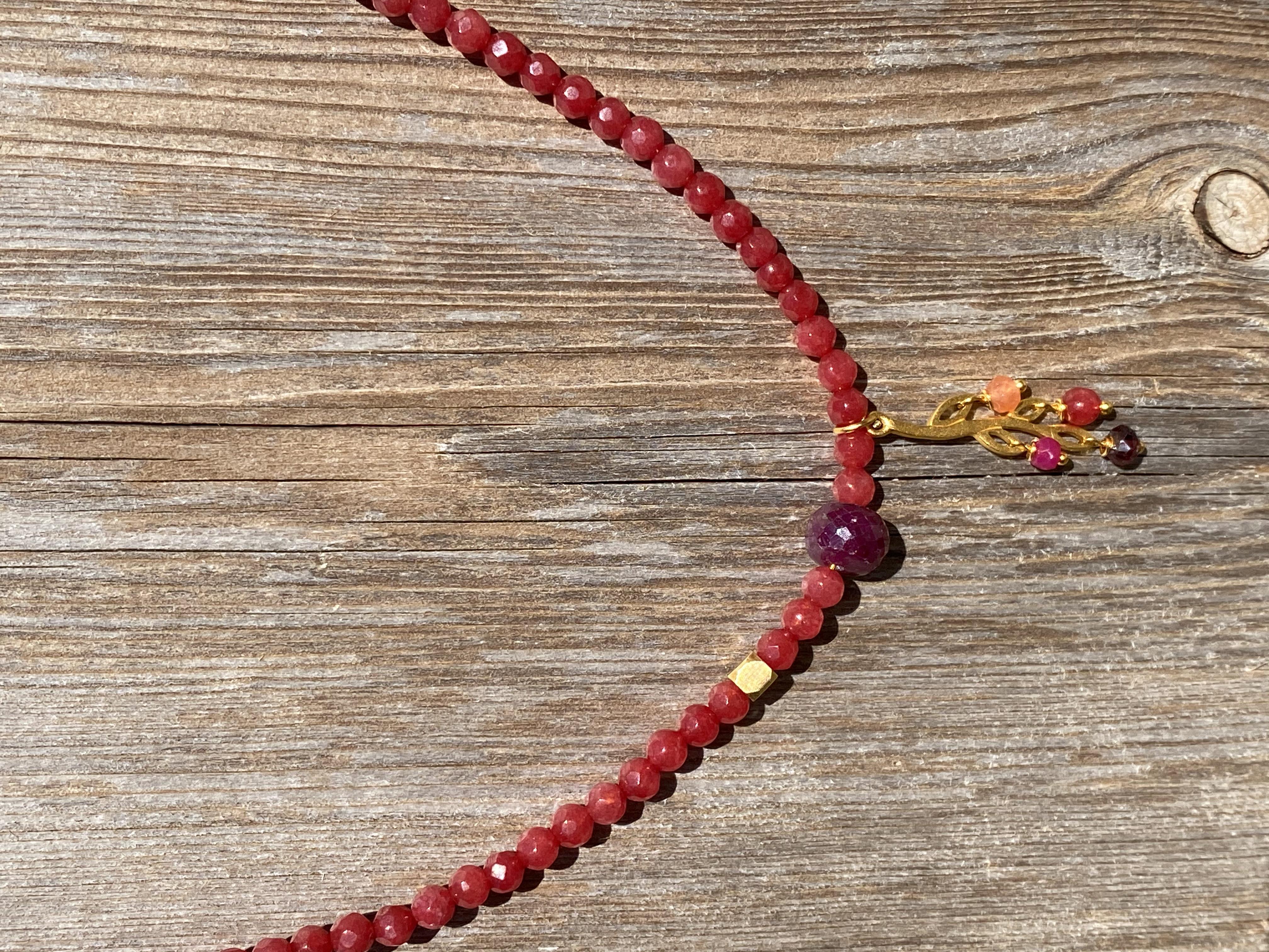 Kort kæde i jade med blad