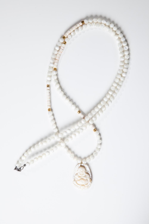 Hvid perlemors kæde med Buddha