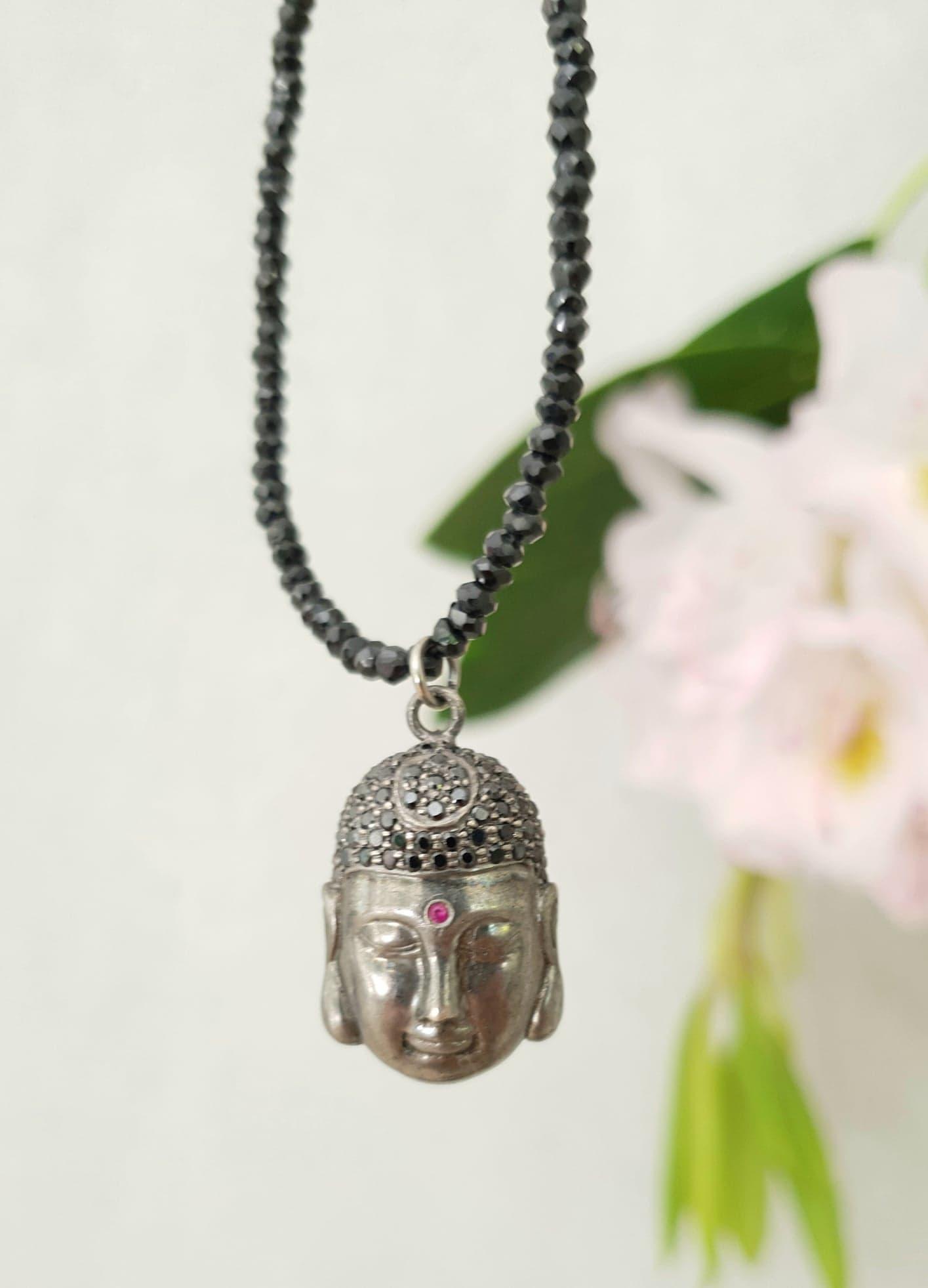 Kæde i sort spinel med Buddha