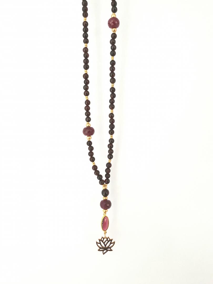 Granat kæde med lotus