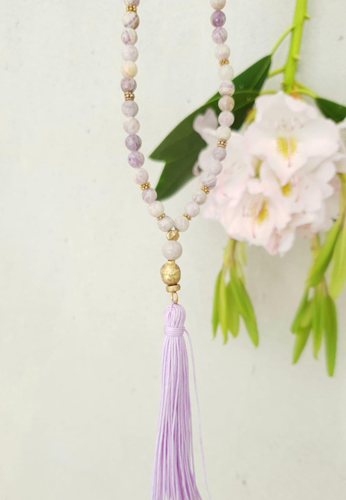 Kæde i lilla stone med kvast
